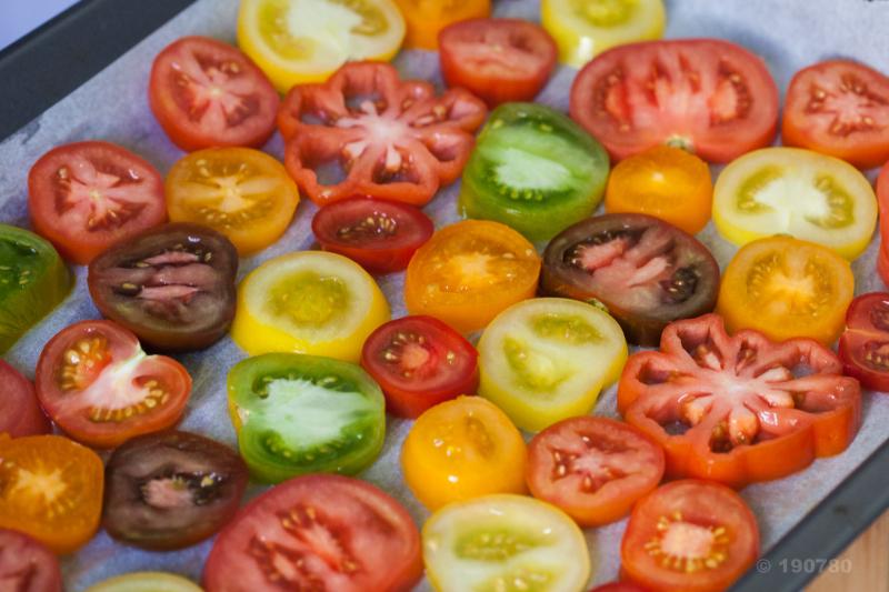 Tomates hautes en couleurs et pesto