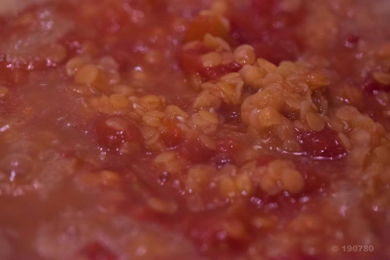 Potage de lentilles corail à la tomate